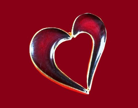 Heart brooch. Gold tone metal alloy, enamel. 4.5 cm. 1980s