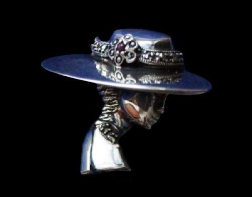 Lady in hat 925 Sterling silver brooch. Marcasite, garnet. 3.8 cm. 1980s