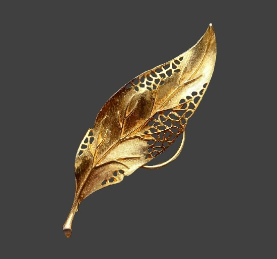 Leaf clip. Gold plated alloy. 10 cm. 1970s