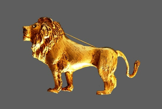 Lion gold plated crystal eye brooch