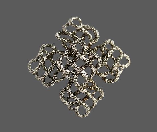Maltese cross silver tone rope brooch. 6.8 cm. 1970s