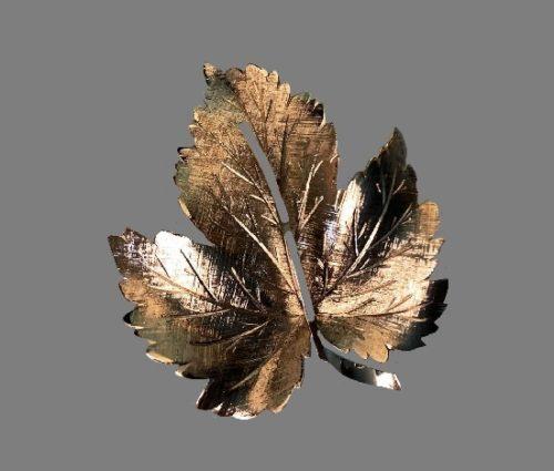 Maple leaf sterling silver brooch