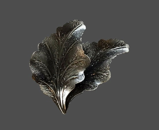 Oak leaf silver tone scarf clip