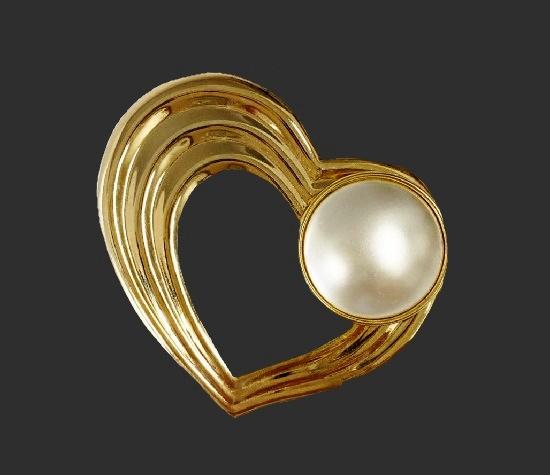 Pearl gold tone heart scarf clip