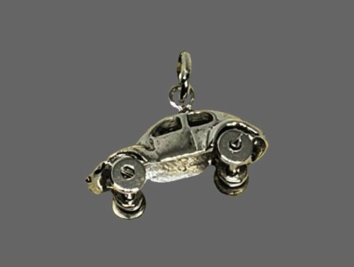Retro car with movable wheels. Sterling silver, rhodium plated
