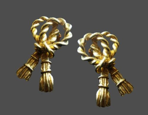 Rope knot design gold tone earrings. 5 cm. 1990s