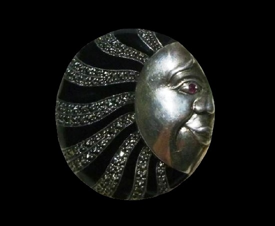 Sun round shaped brooch pin. Sterling silver, onyx, marcasite