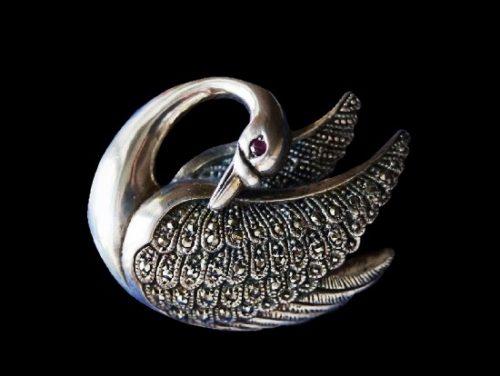 Swan brooch. 925 silver, marcasites, garnet. 3.7 cm. 1980s