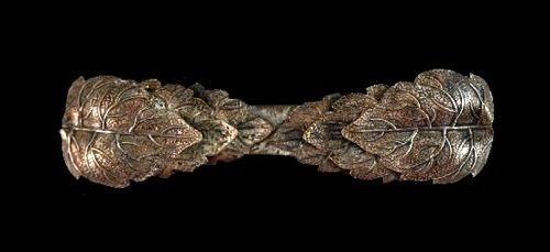 Textured brass leaf design brooch scarf clip