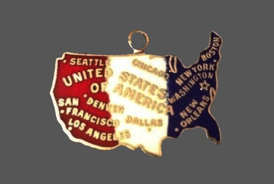 USA Map patriotic charm. Gold tone metal alloy, enamel. 1970s