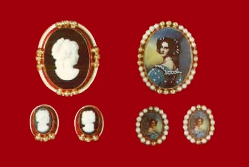 Black and whine cameo set brooch and earrings, cultured pearl 12 K gold filled brooch and earrings. 1970s catalogue