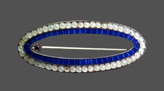 Circle pin. Sterling silver, enamel, glass. 3.2 cm. 1910s