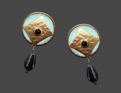 Dangling earrings. Gold tone metal, onyx, turquoise