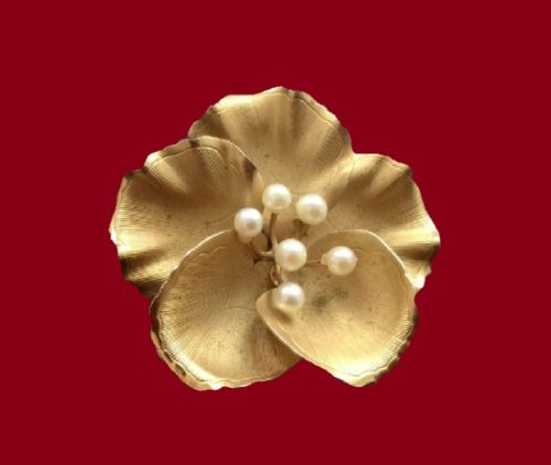 Dogwood flower brooch. 12 K gold filled cultured pearl. 1960s