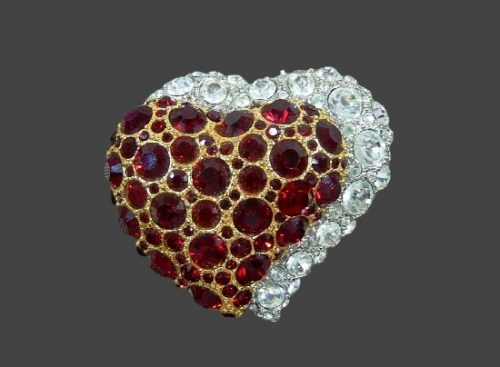 Double heart vintage brooch. Jewelry alloy, ruby and clear rhinestones