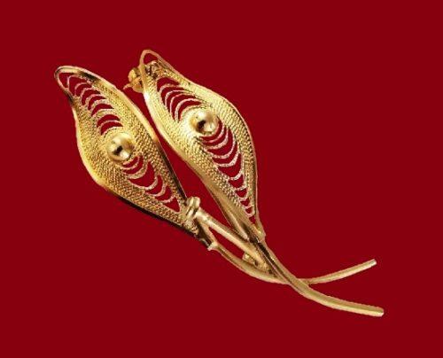 Double leaf filigree design 12 K gold brooch