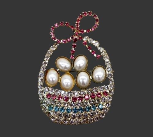 Easter basket with eggs vintage brooch. Gold tone alloy, faux pearls, rhinestones