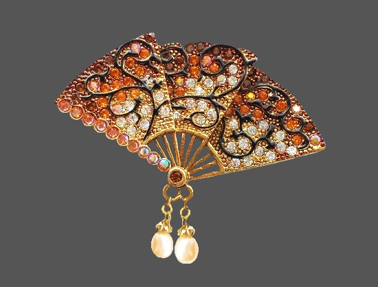 Fan vintage brooch. Jewelry alloy, enamel, rhinestones