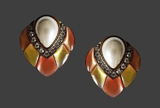 Faux pearl mother of pearl gold tone rhinestones clip on earrings. 1980s