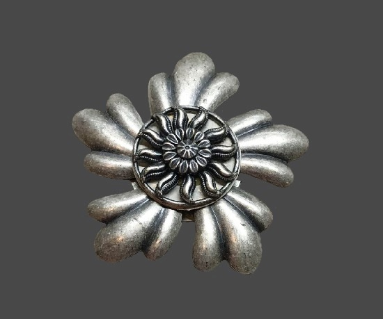Flower design silver tone brooch