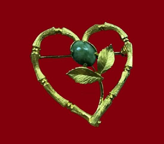Heart and flower circle pin. 12 K gold, jade. 1960s