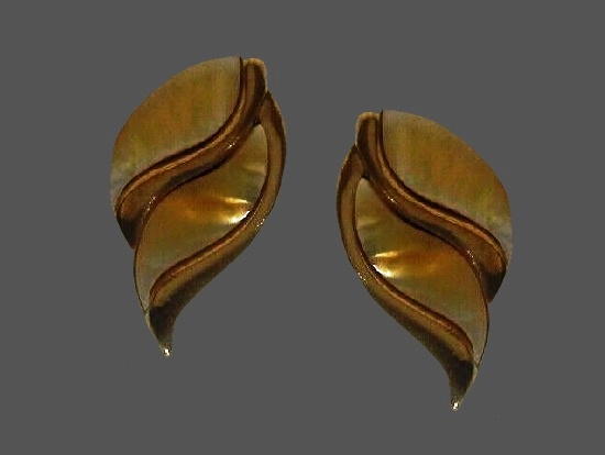Mother of pearl leaf design gold tone clip on earrings