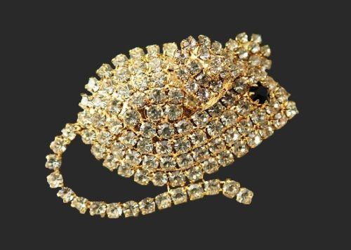 Mouse brooch. Pave rhinestone, gold tone alloy. 1990s