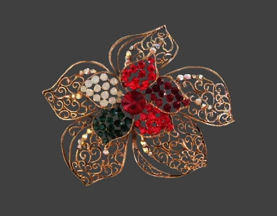 Poinsettia filigree design brooch. Gold tone, rhinestones. 1970s