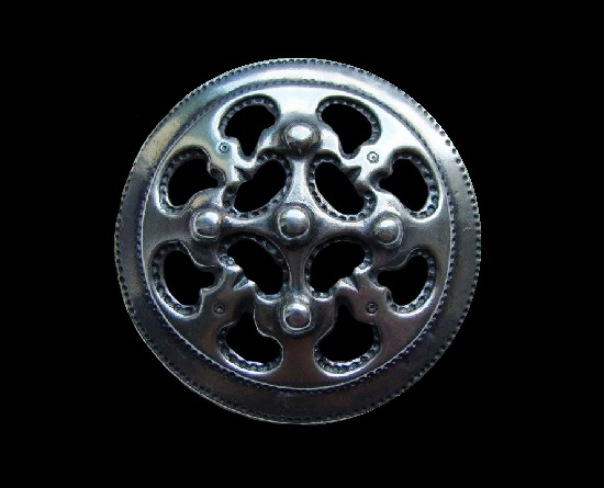 Round shaped viking design brooch pin. 1996