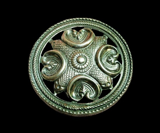 Round shaped viking design brooch pin