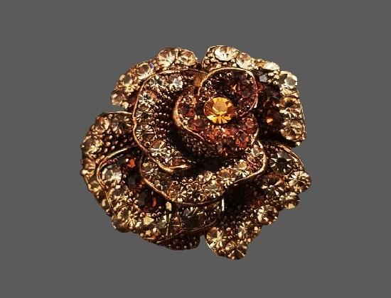 Three-dimensional rose flower brooch. Gold tone alloy, rhinestones